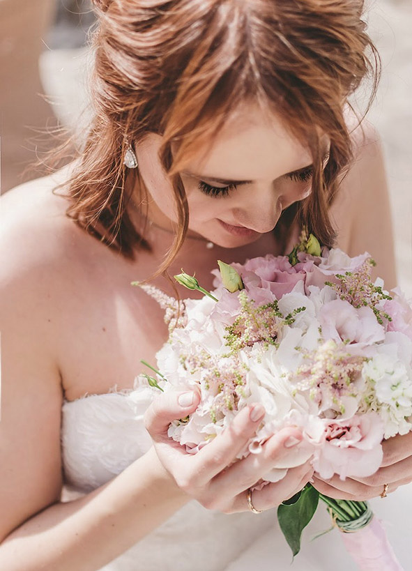 účes na svatbu